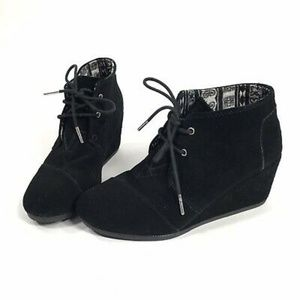 BN Toms Booties 5.5 Black Suede Wedge Desert Shoes